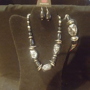 Black and Silver Necklace/Bracelet Set J-119